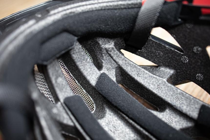 Polster im Inneren des Activ 2 sorgen für ein angenehmes Tragegefühl des Fahrradhelmes