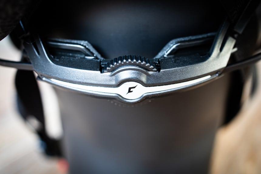 Cratoni Pacer Test mit Einstellrad für die richtige Helmgröße