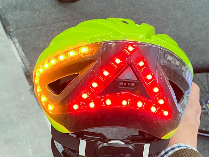 Lumos blinkender Fahrradhelm
