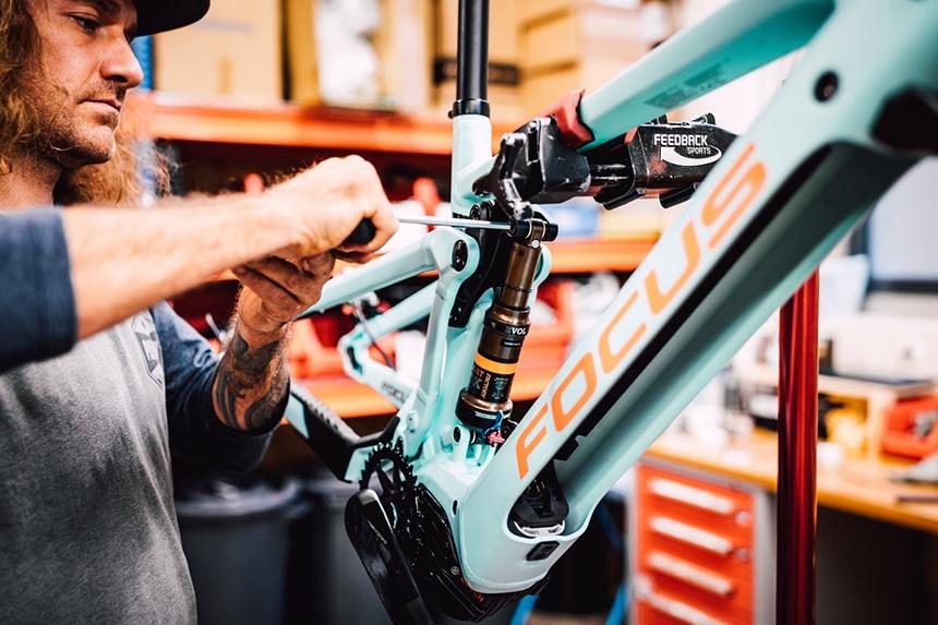 E-Mountainbike als Fully in der Werkstatt