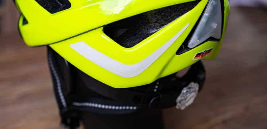 Fahrradhelm mit Reflektoren für mehr Sichtbarkeit