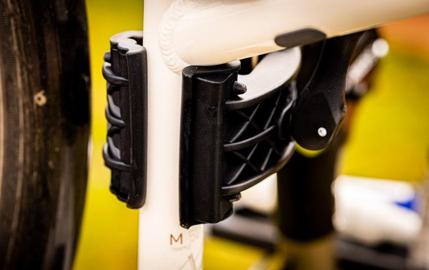 Fahrradmontageständer CXWXC Test – Durch de Gummilippe der Klemme rutscht nichts und schützt den Lack des Fahrrad oder E-Bikes