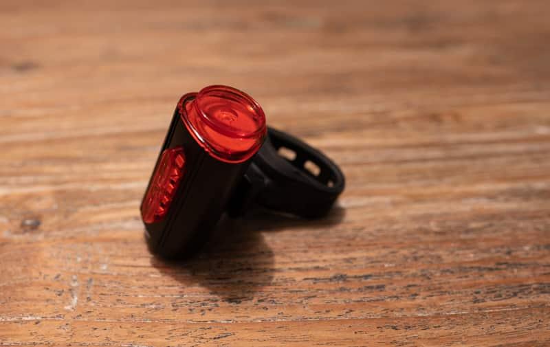 FISCHER Twin Fahrrad-Rücklicht LED miT 360° Bodenleuchte für mehr Sichtbarkeit