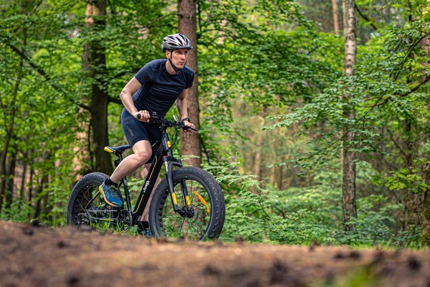 Wälder und Wiesen gehören zum Jagdrevier des Jeep Mountain FAT E-Bike MHFR 7100