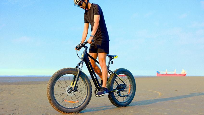 Nette Moves am Strand der Nordsee mit dem Jeep Fat Bike