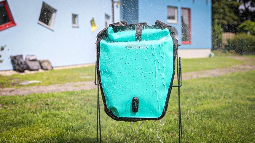 Die Fahrradtasche Back-Roller Free musste so einiges in unserem Wassertest wegstecken
