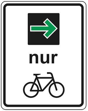 Nach der STVO Novelle dürfen Fahrradfahrer jetzt bei einem Grünpfeil auch an einer roten Ampel rechts abbiegen.