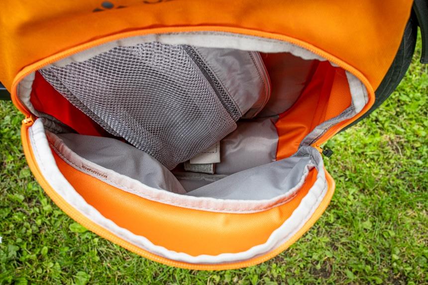Das Hauptfach der eBack Fahrradtasche enthält auch ein Wäschenetz