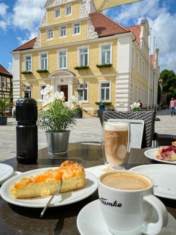 Reiterstadt Verden mit einer schönen Altstadt am Weserradweg gelegen.