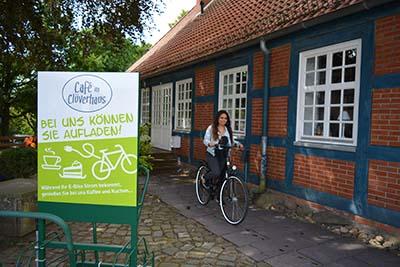 Eine E-Bike Ladestation beim Cafe Clüverhaus