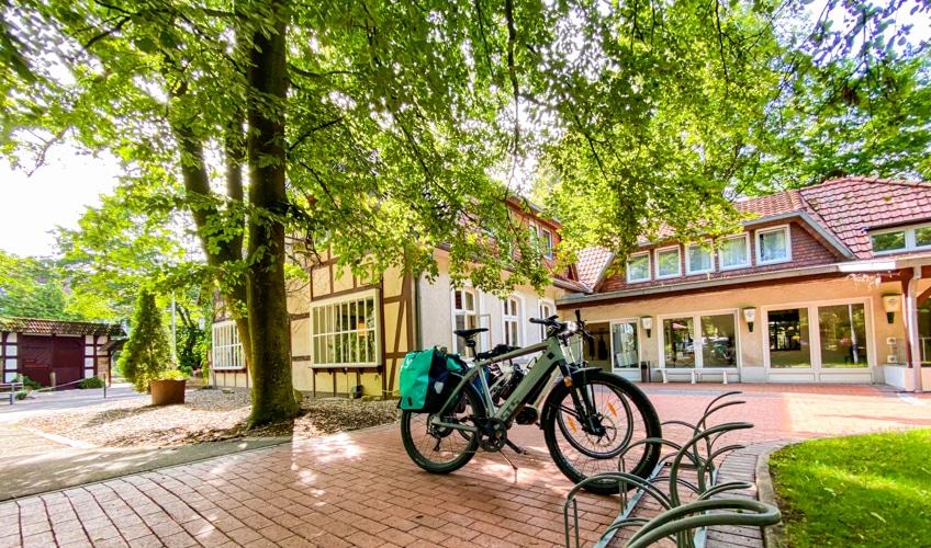 Gasthof Bad Hopfenberg ist direkt am Weserradweg gelegen