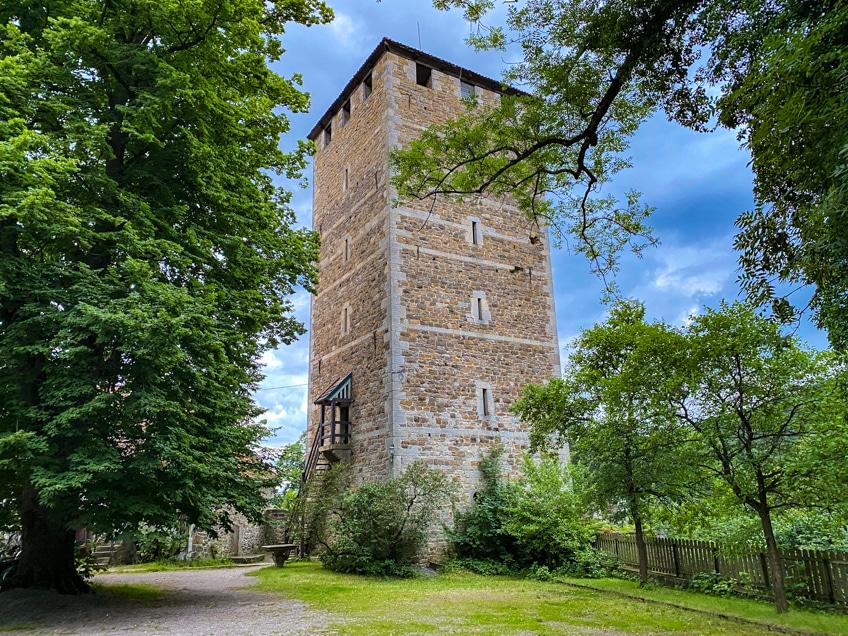 Bergfried der Schaumburg am Weserradweg