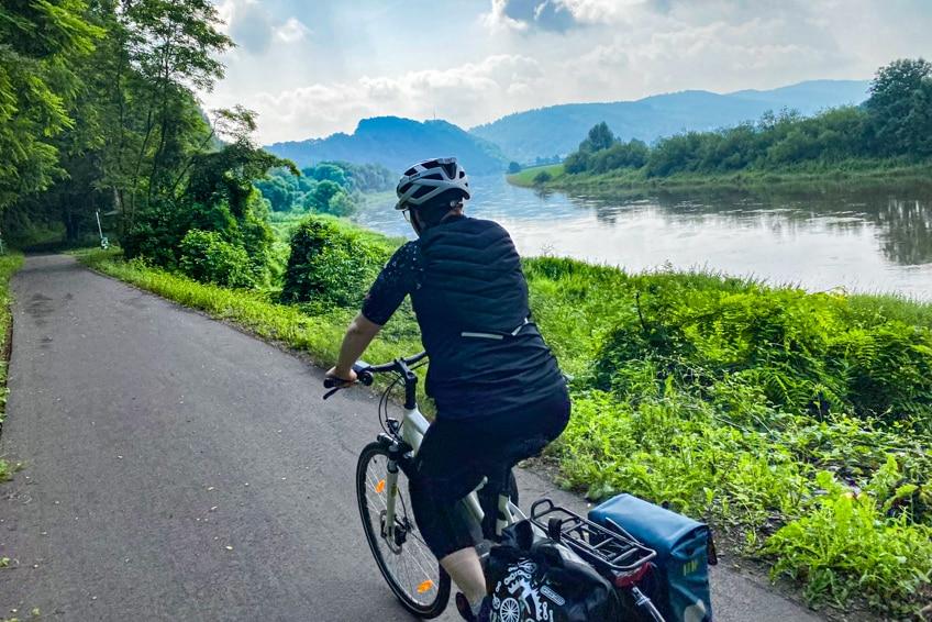 Der Weserradweg hat ein flaches Streckenprofil mit wenigen Anstiegen